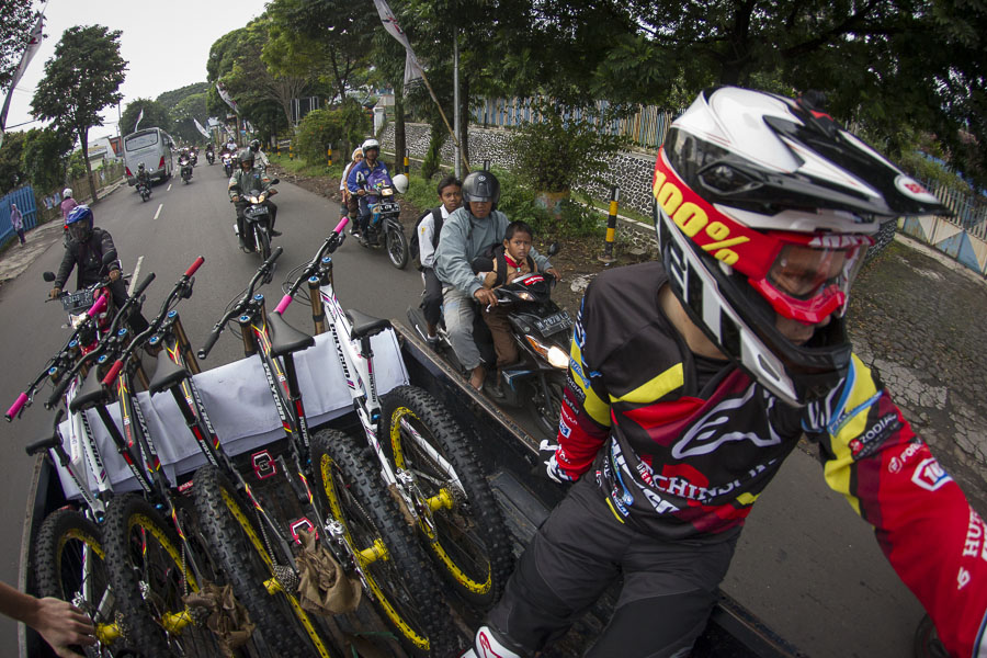 Shuttlen in Indonesien - Foto: Victor Lucas