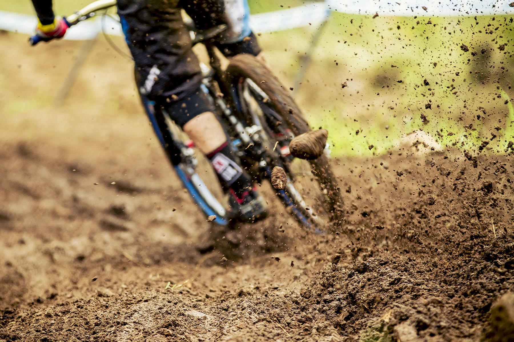 Danny Hart ließ die Steine fliegen und fühlte sich auf dem schlammigen Track sichtlich wohl.