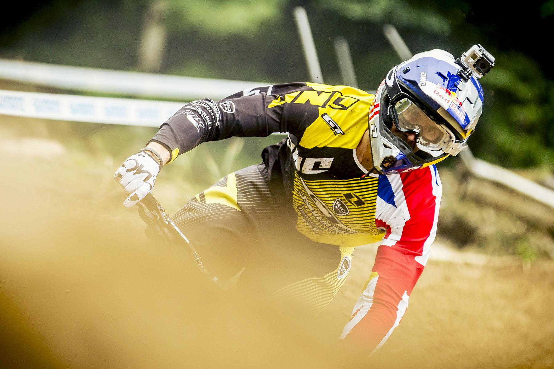 Gee Atherton konzentrierte sich auf die Jumps und fuhr ein schnelles Tempo auf dem Track.