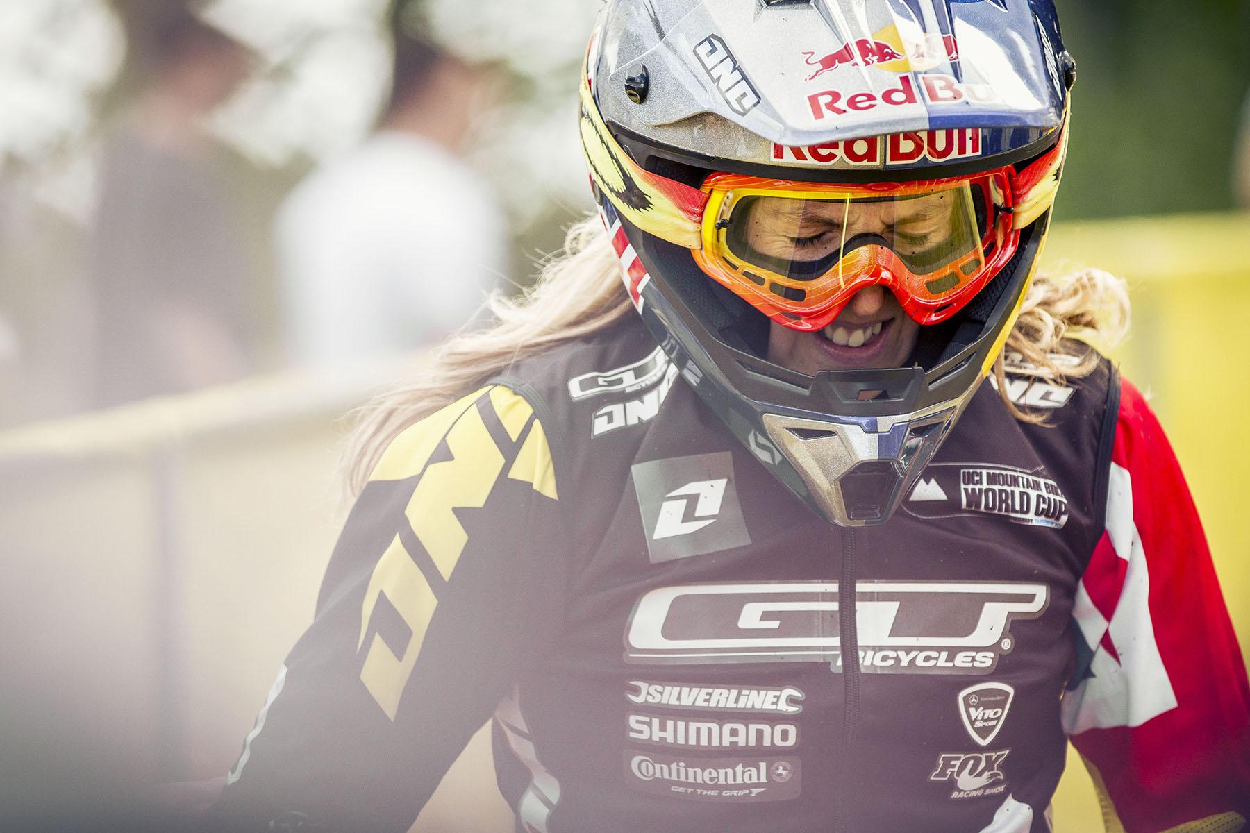 Für Rachel Atherton lief es in Sainte Anne nicht so gut: Zwei Stürze innerhalb des Rennens verbannten die Favoritin auf Platz 12.