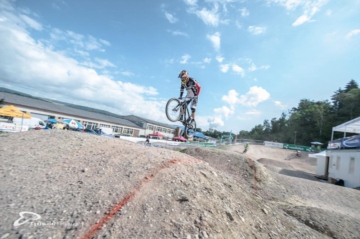 Scott Beaumont mit Vorsprung vor Waldburger über die Pro Line (Foto: EgelmairPhotography – Christian Egelmair)