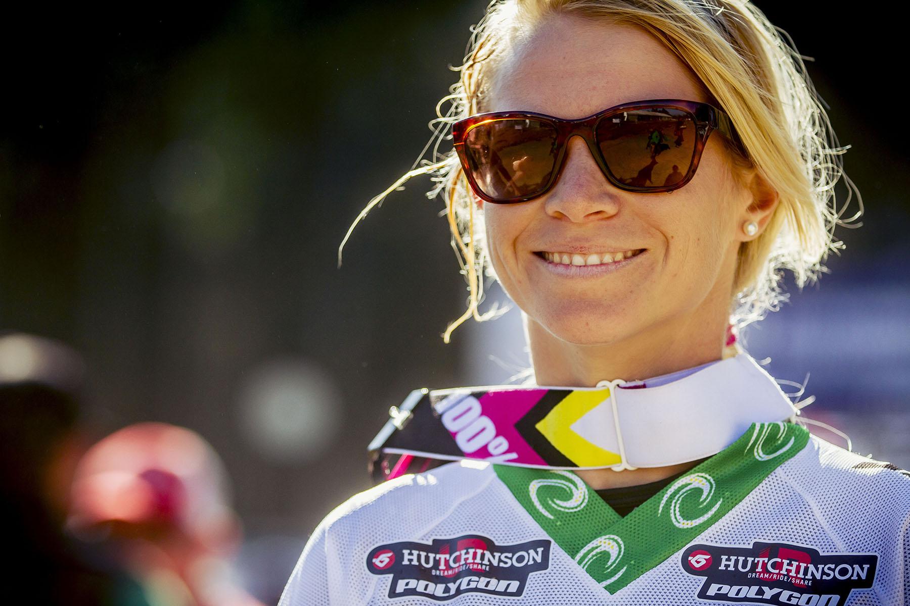 Tracey Hannah wurde in den letzten Jahren von zahlreichen Unfällen immer wieder in ihrer Kondition zurück geworfen. Umso konnte sie sich über den dritten Platz bei den Elite Damen freuen. Nächstes Jahr können wir wieder viel von ihr erwarten.