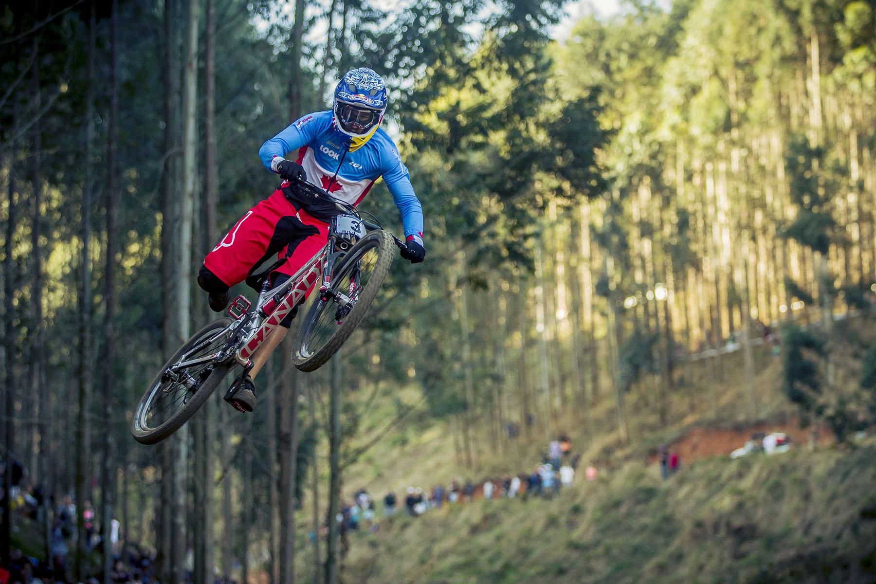 Nachdem Steve Smiths Sturz ließ er es ruhiger angehen und zeigte den Zuschauern ein paar schöne Jumps.