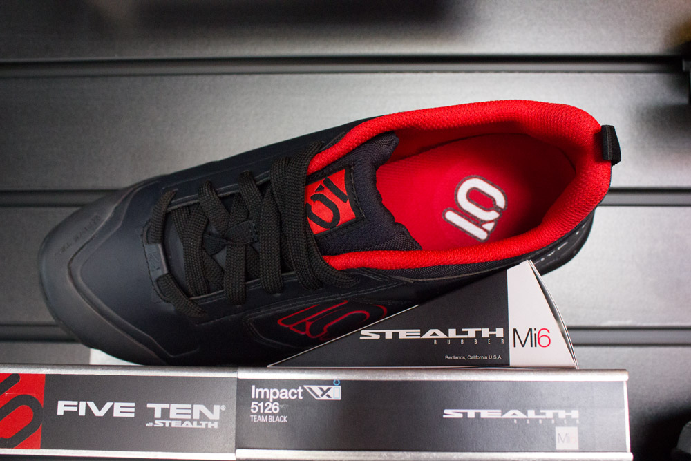Die Inneneinlage des Schuhs ist schnell trocknend. Über Nacht soll der Schuh wieder trocken sein, so Five Ten.