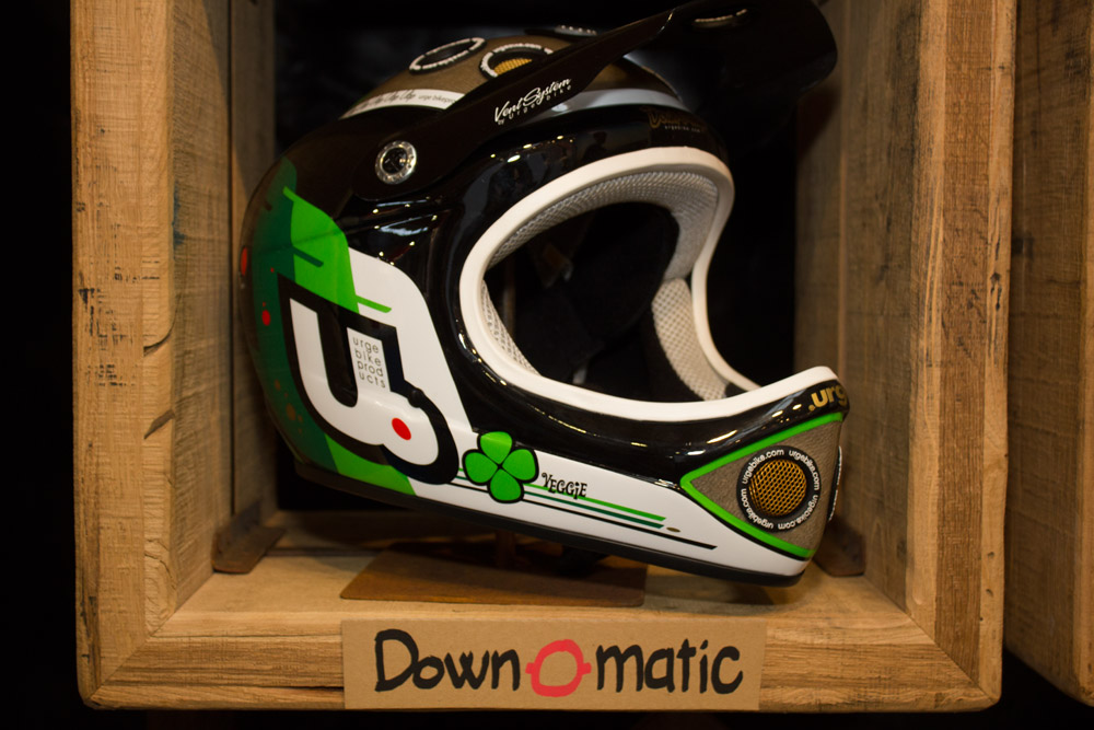 Urge Downhill-Helm Down-o-matic