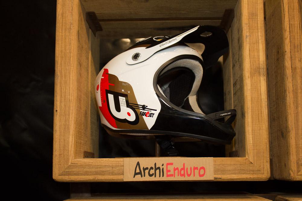Leichter Enduro-Helm von Urge