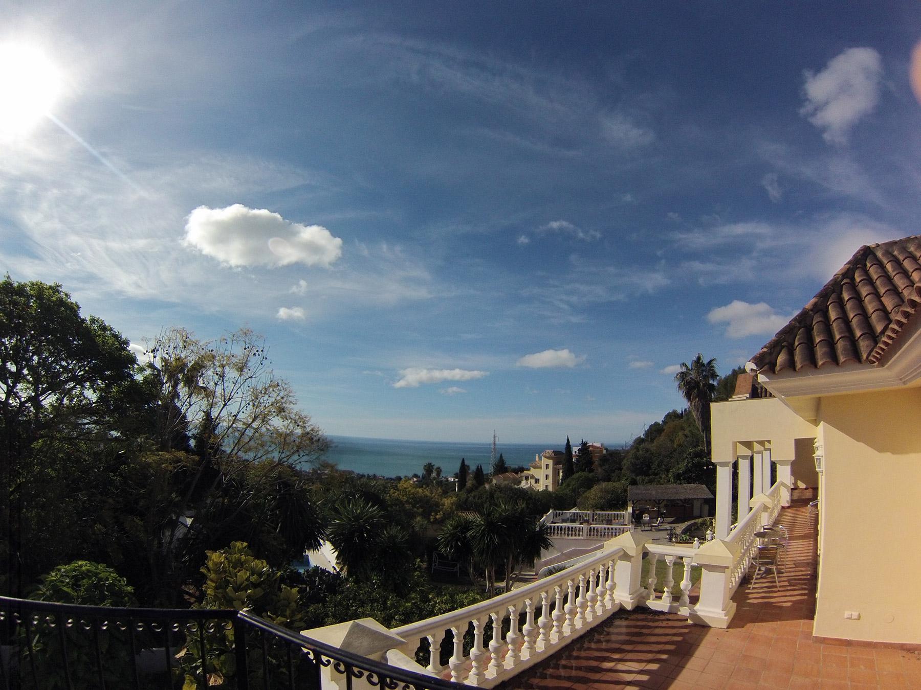 Dritter Tag - Sonne pur und blauer Himmel! Der Ausblick von unserer Terrasse!