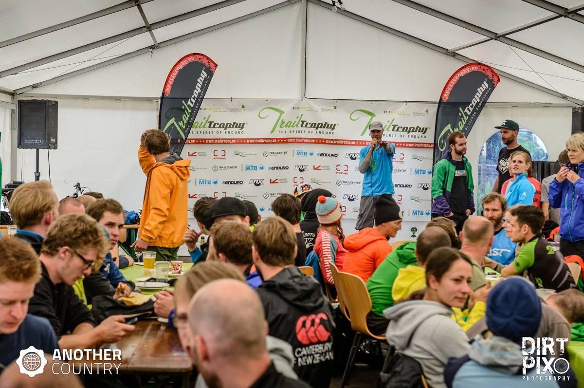 TrailTrophy in Rabenberg - Am Ende wurden zig Sachpreise unter den Teilnehmern verlost