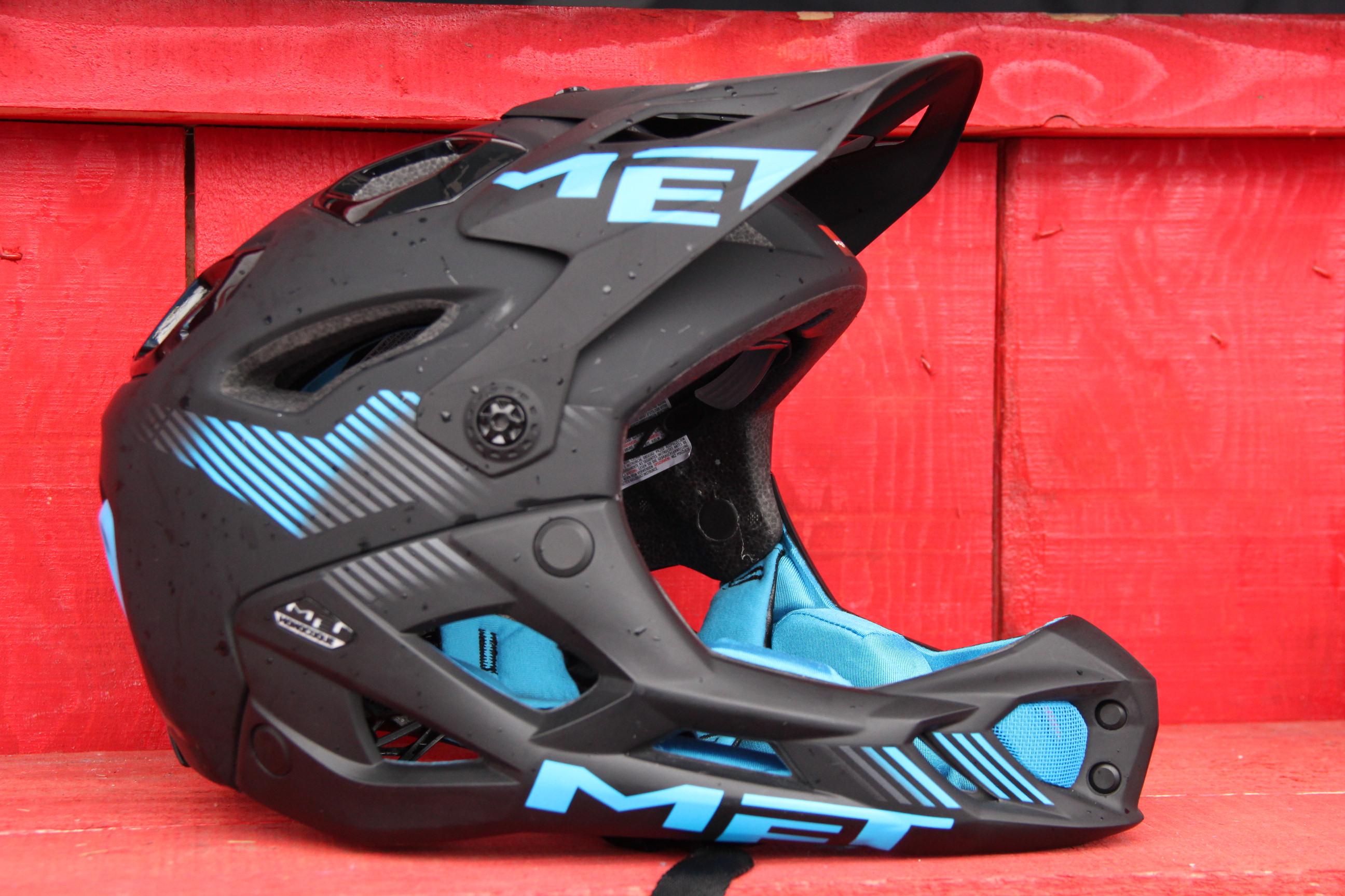 MET bringt mit dem Parachute einen superleichten Enduro-Helm auf den Markt! 740 Gramm (Gr. L) für 199 Euro.