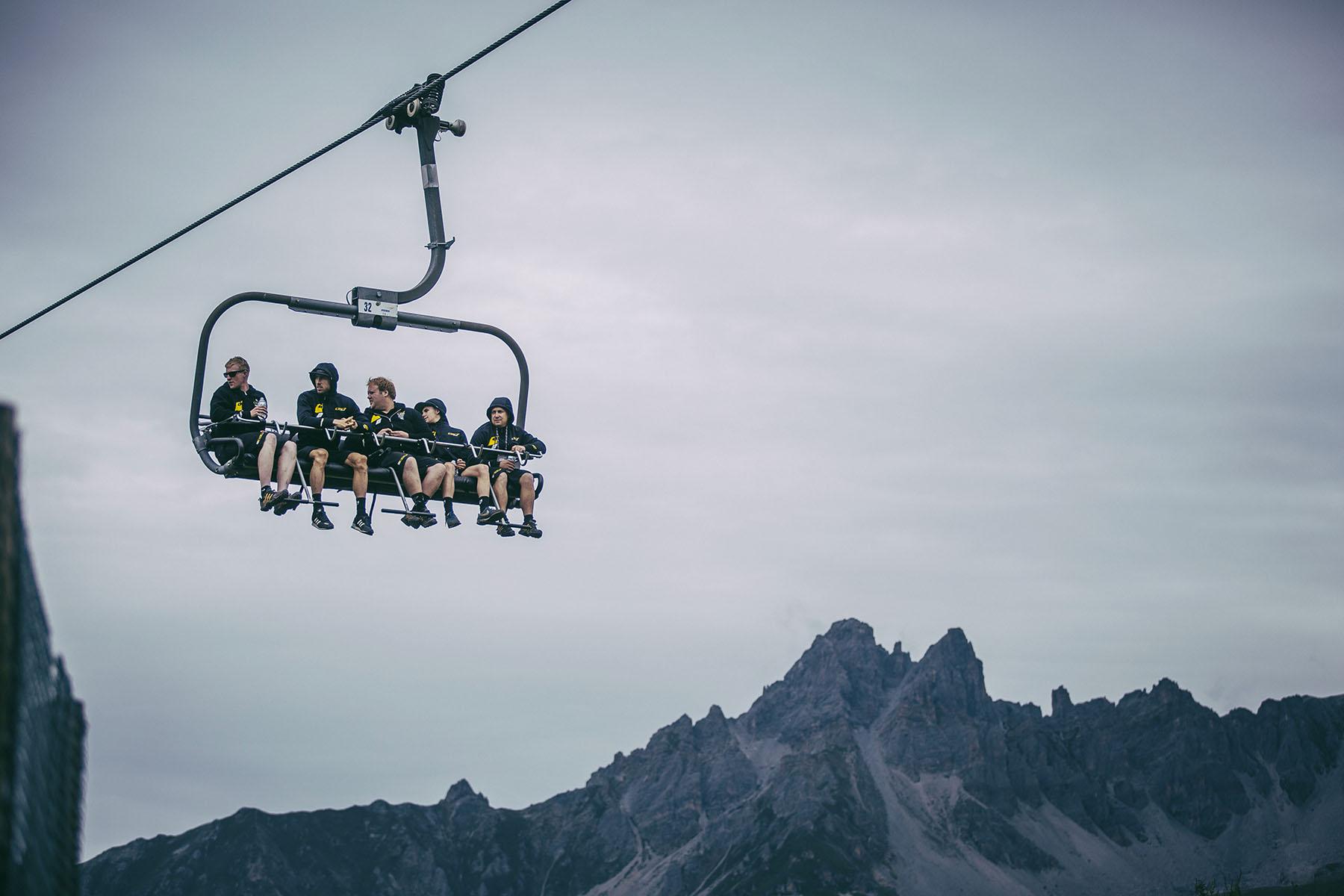 Das Abenteuer beginnt mit einer schnellen LIftfahrt zum Gipfel! In jeder Blickrichtung liegt ein wunderschönes Alpenpanorama, so dass man gar nicht weiß, wohin man zuerst schauen soll.