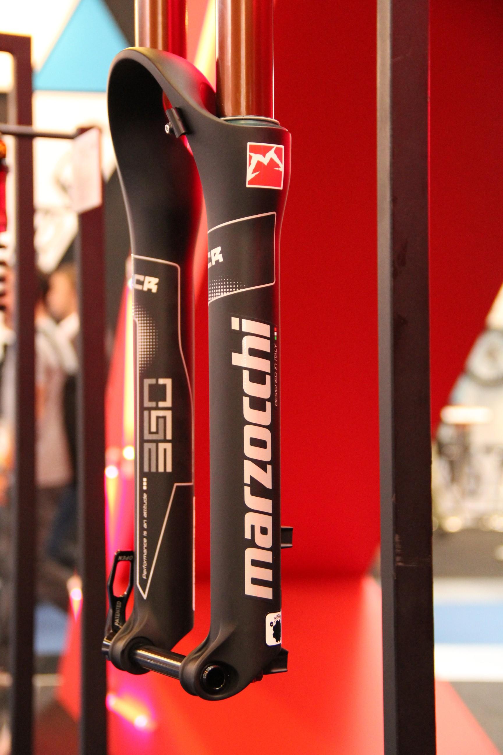 Marzocchi 350 NCR, 160mm Enduro-Luftgabel mit Lockout der Druckstufe, 650B, 35mm Standrohr, mit Espresso Coating, Gewicht: 1920 Gramm, 959 Euro