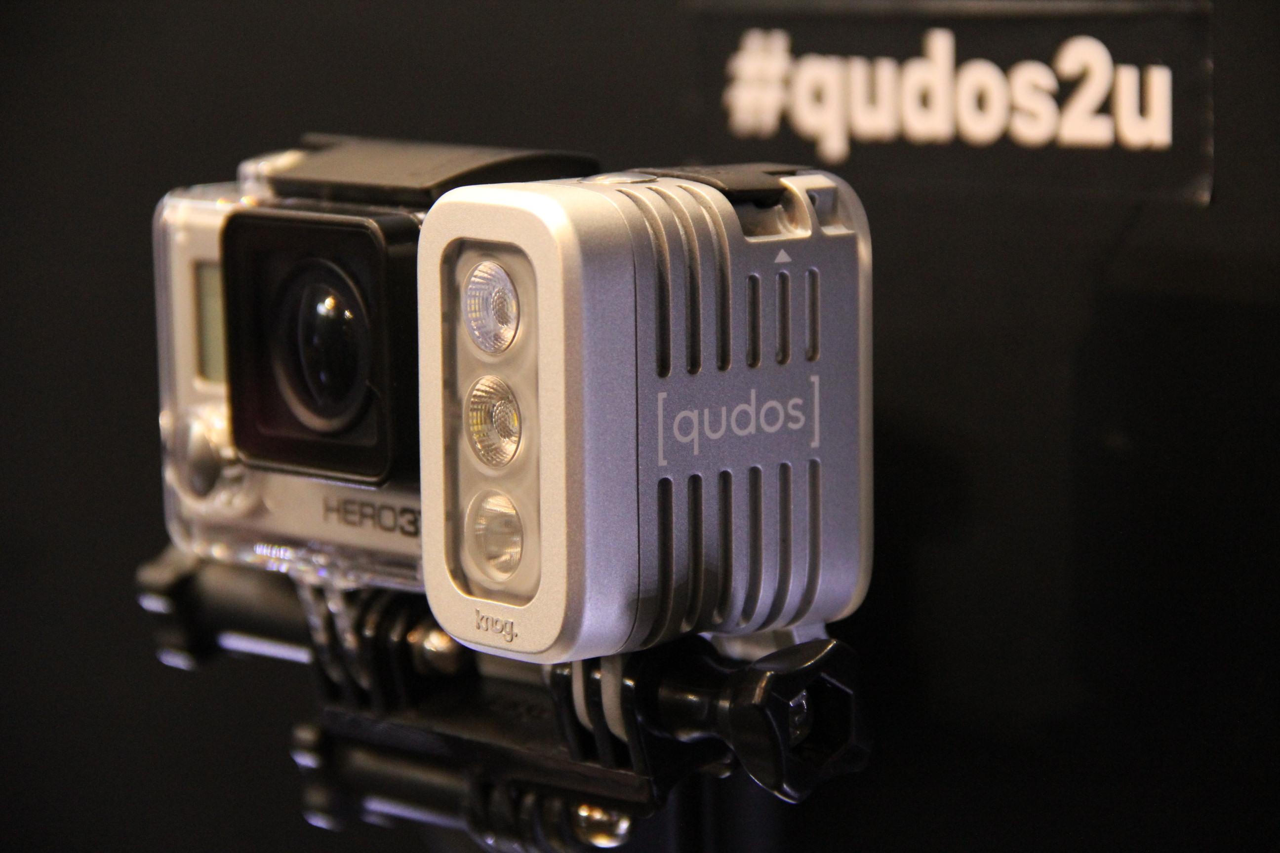 Extra-Beleuchtung für Action- und DSLR-Kameras, Qudos von Knog, 400 Lumen Leuchtkraft
