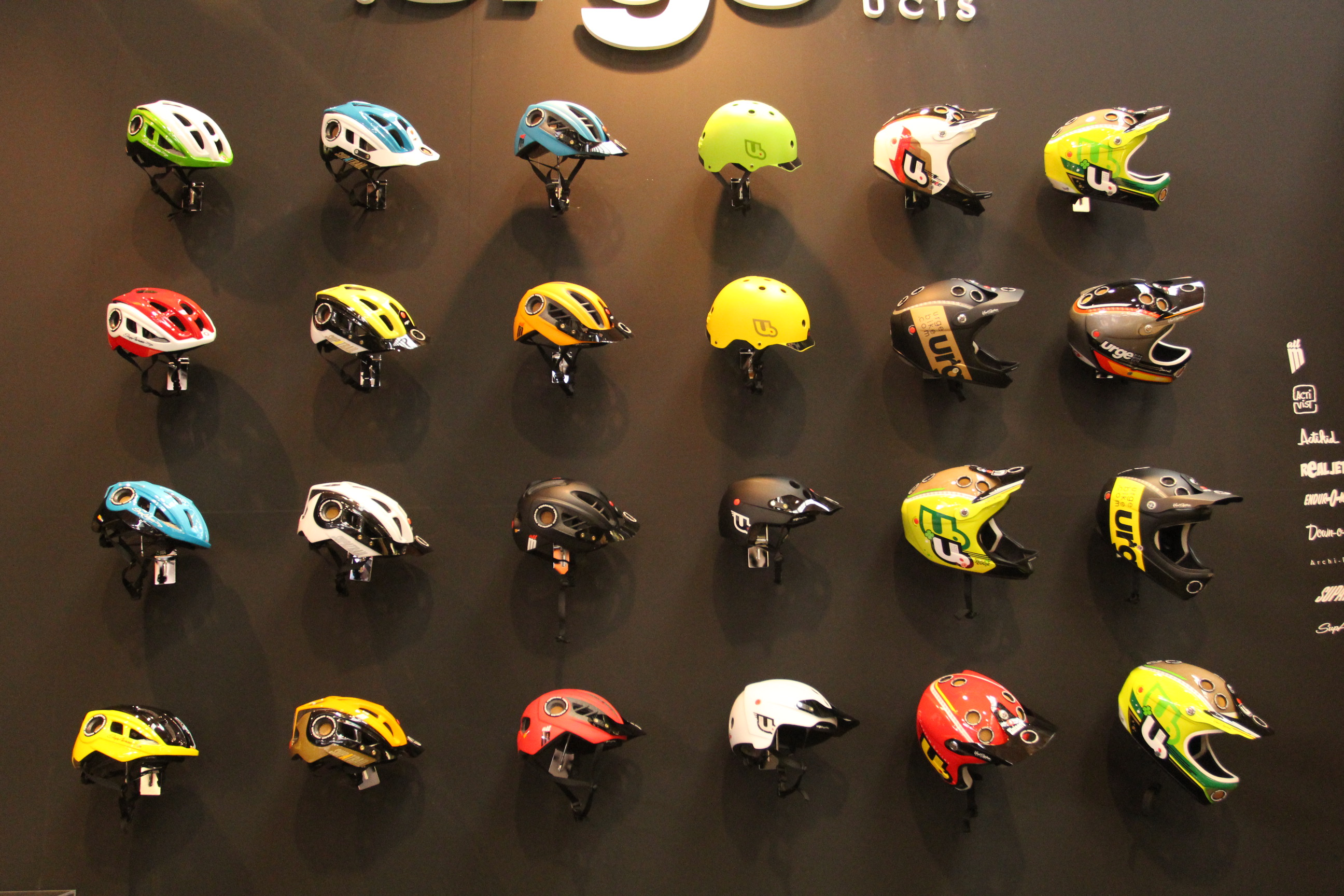 Die Urge Helm-Kollektion mit neuen Farben