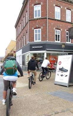 Bevor wir auf die Fähre eincheckten, erkundeten wir Frederikshavn auf unseren Rädern.