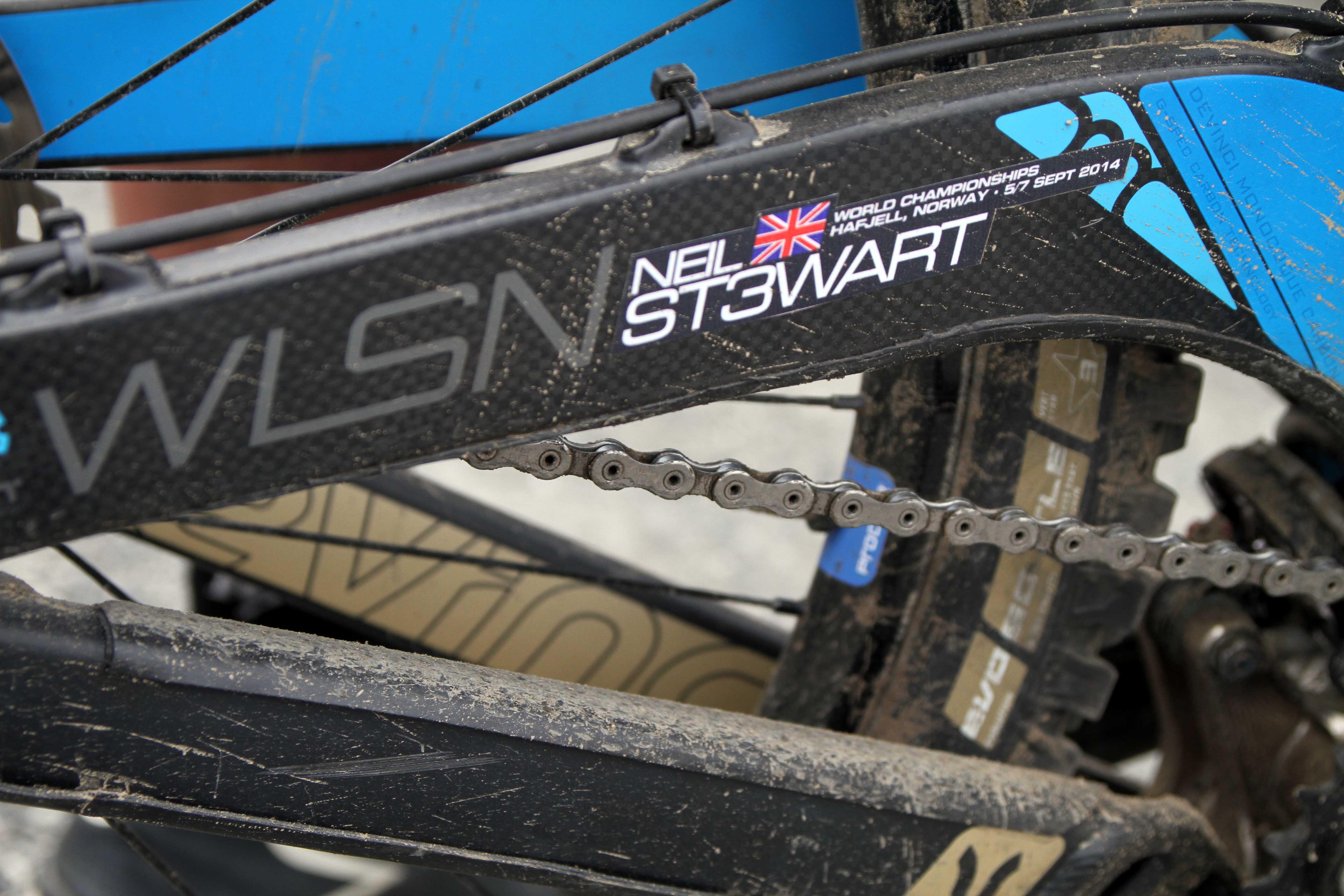 Who is Neil Stewart? Das wohl bekannteste Hashtag im Downhill Zirkus. Die Antwort: Das Nachwuchstalent aus dem FMB Racing Team.