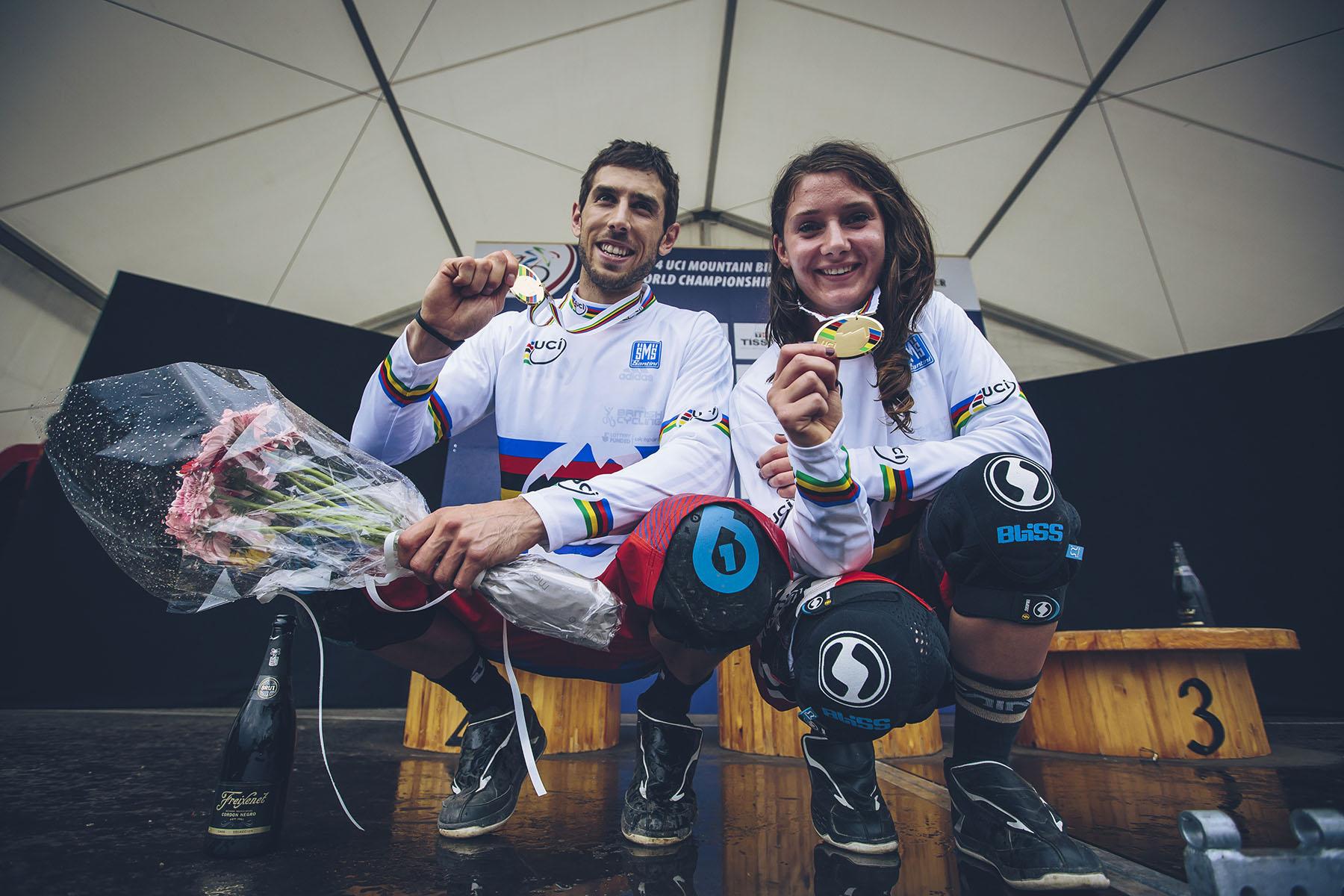 Die zwei britischen Gewinner Gee Atherton und Manon Carpenter!