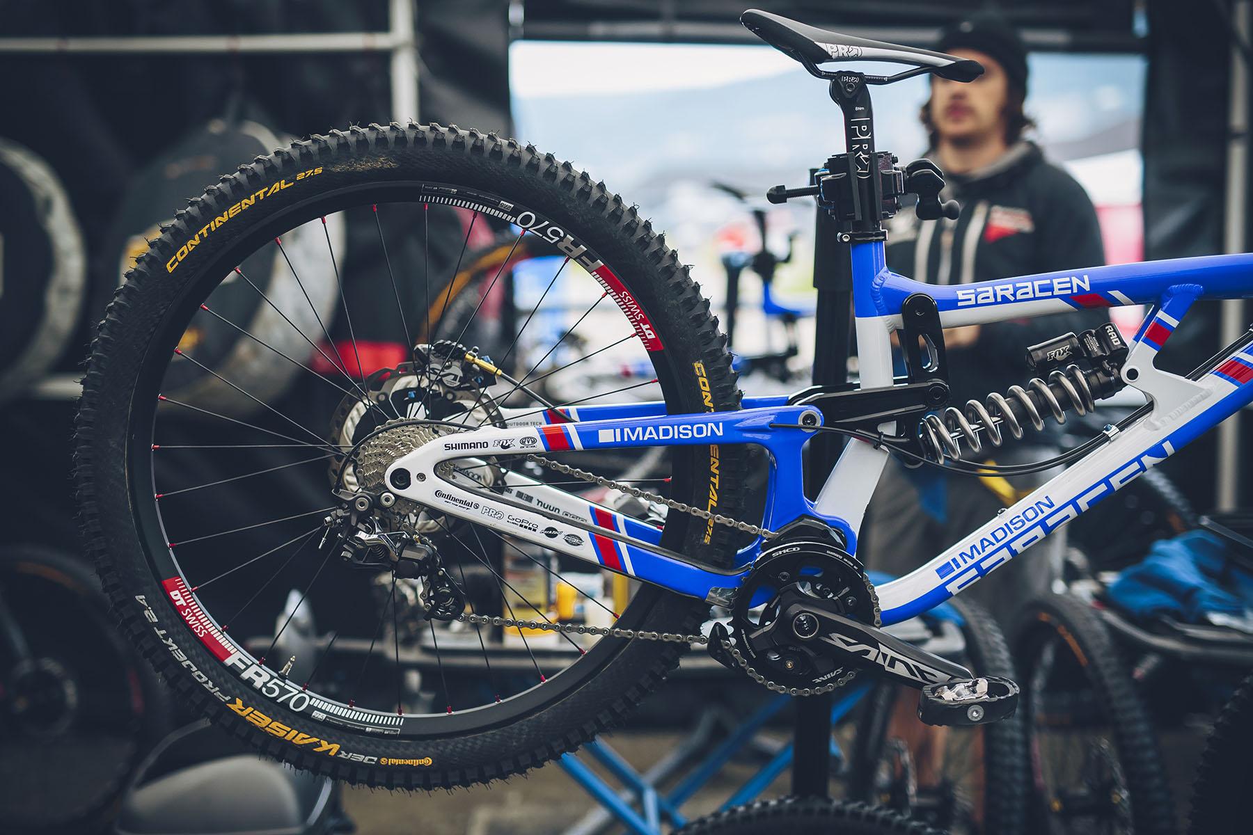 Manon Carpenters Bike konnte man schon von Weitem erkennen.