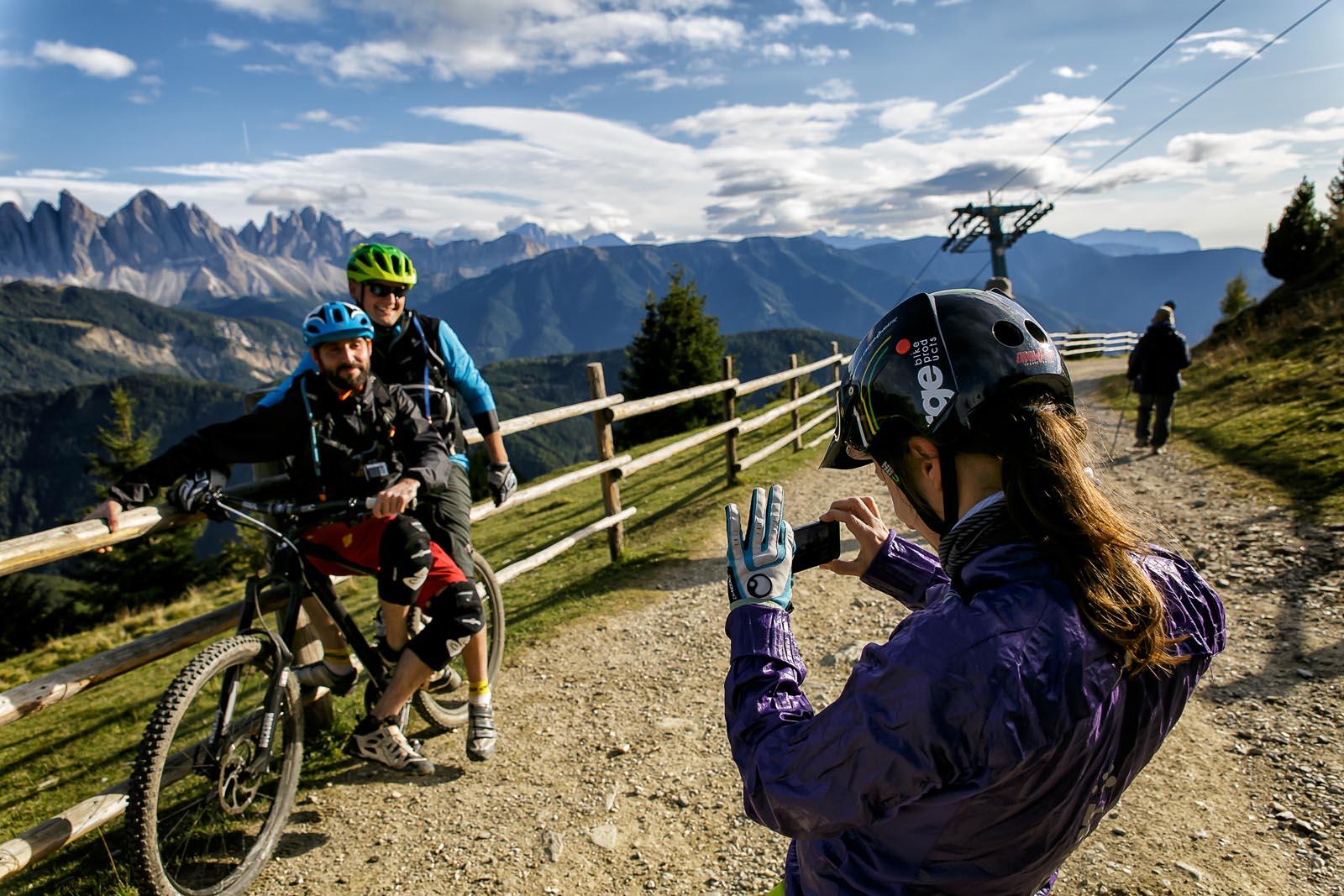 Erinnerungsfoto mit den Dolomiten im Hintergrund ©Arkadiusz Obszynski