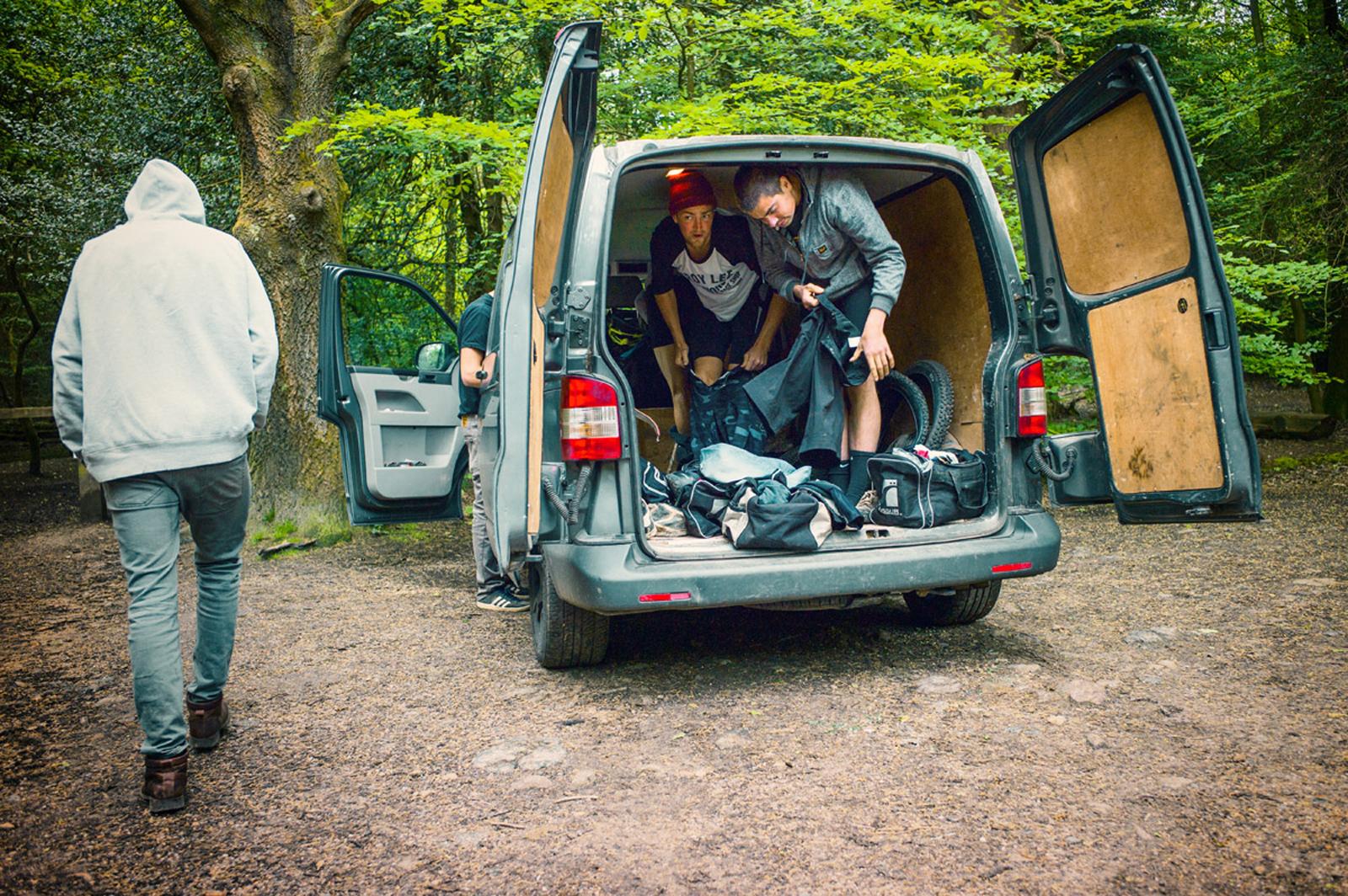 Es dauert eine kleine Weile, bis man aus der Stadt raus kommt und in die Surrey Hills fährt! Aber: Die Reise lohnt sich. Umziehen, Jungs! ©Philip Ruopp