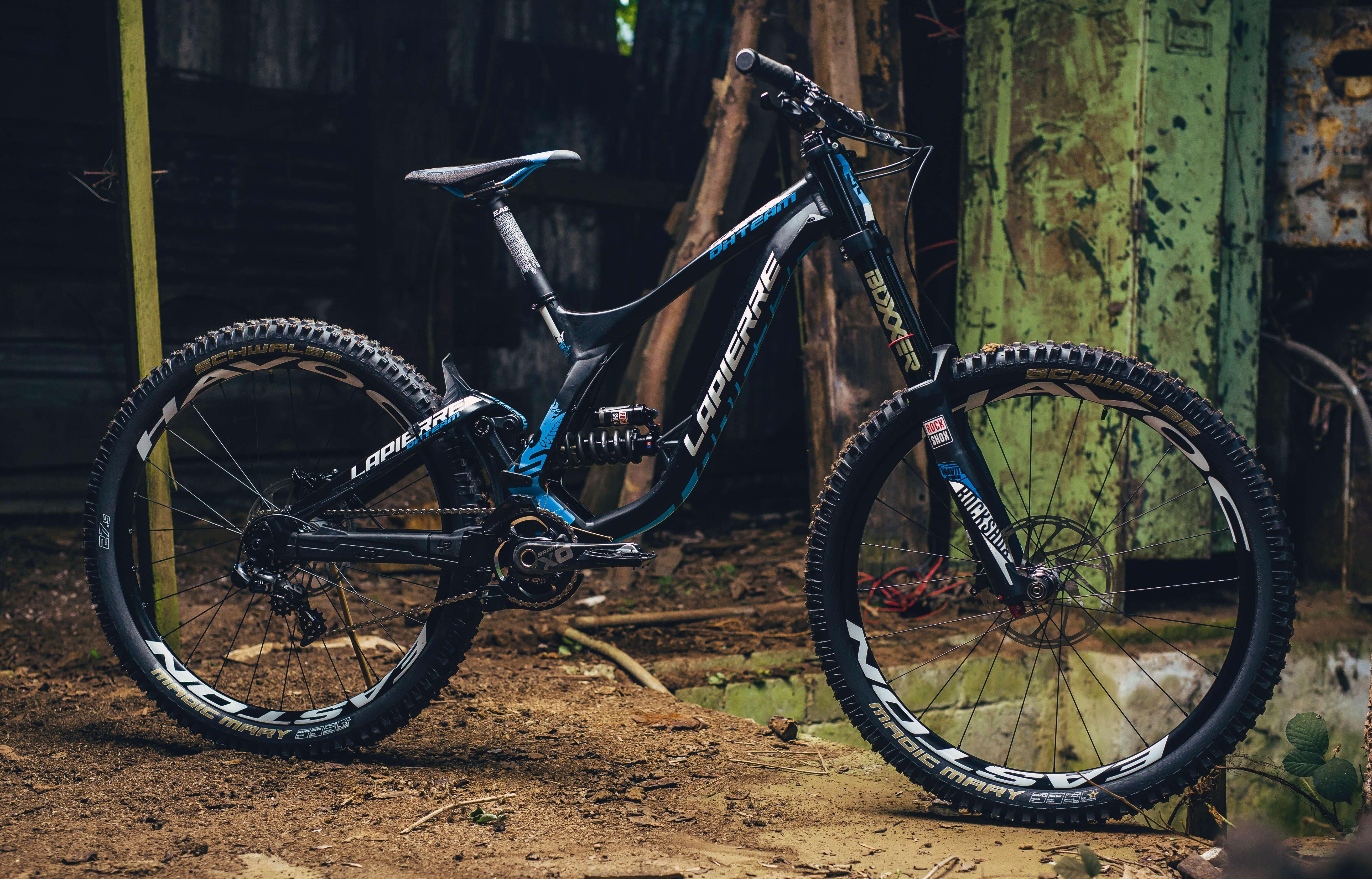 Vorneweg | Dirt 100 | Die besten Downhill Bikes des...