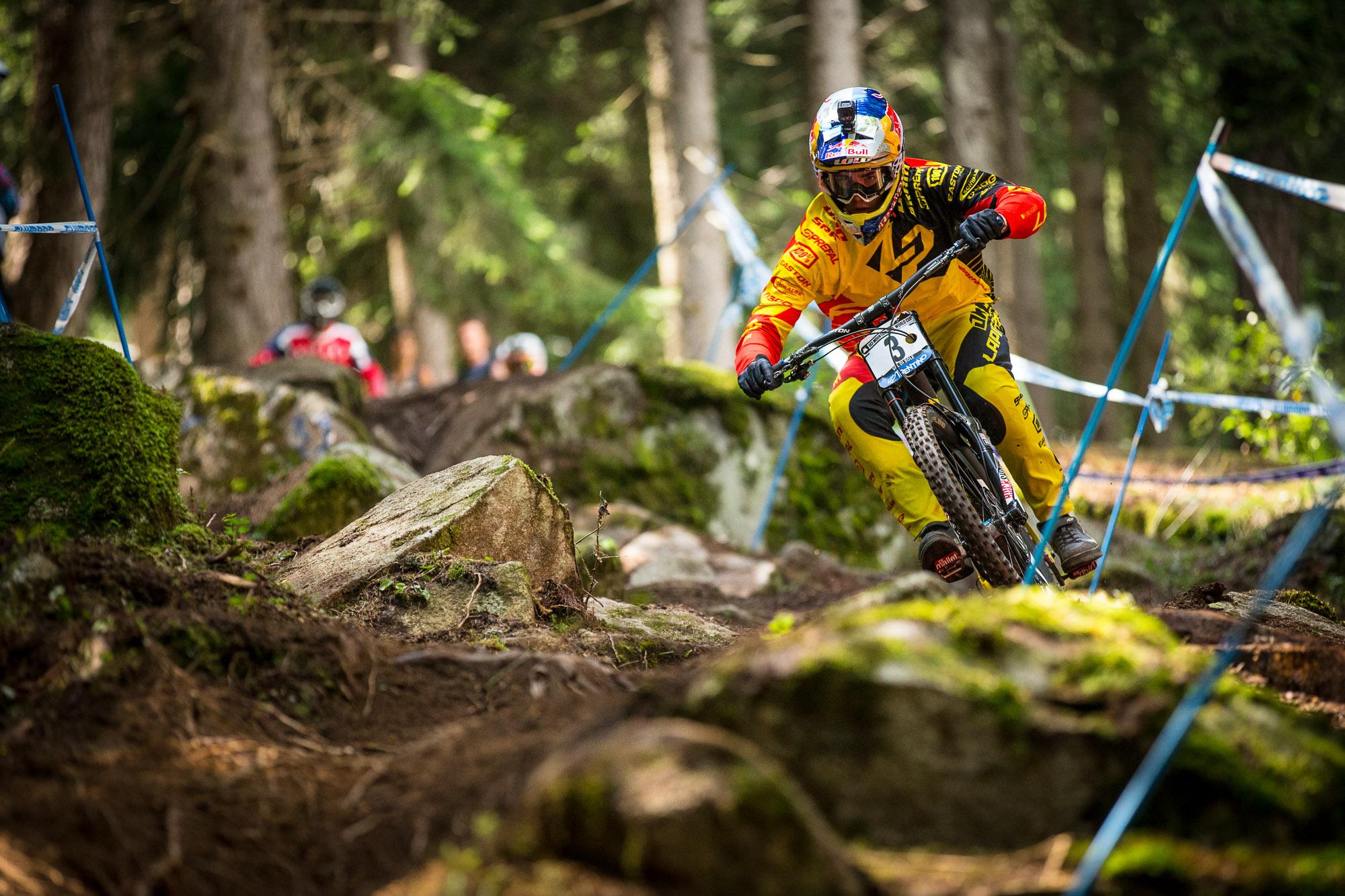 Die magische 2! Loic Bruni wird in Val di Sole wieder einmal Zweiter und darf sich am Ende auch Vize World Cup Champion 2015 nennen.  Foto: Seb Schieck