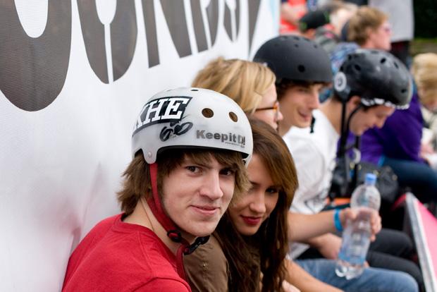 Daniel Tünte löste den guten Vorsatz auf seinem Helm ein und ging mit viel mehr Geld nach Hause, als er gekommen war