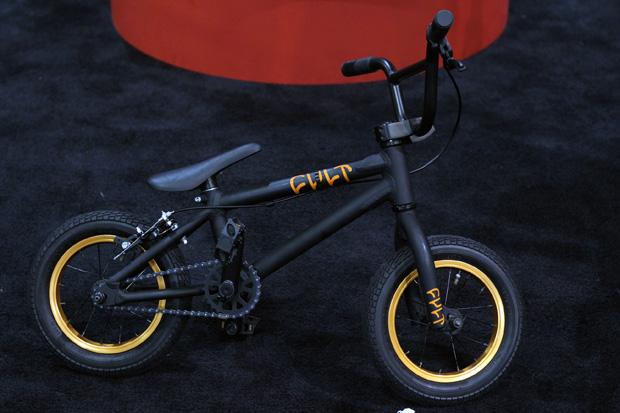 Start 'em young: Cult hat jetzt auch für die ganz kleinen Chase-Dehart-Fans ein 12-Zoll-Komplettrad im Sortiment