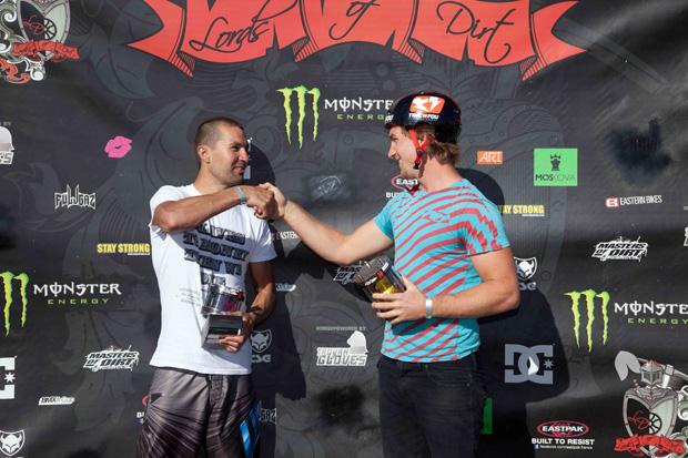Josh Stead (3. Platz) aus Australien und JB Peytavit (1. Platz) aus Frankreich auf dem Podium; Foto: ChrisDietschy