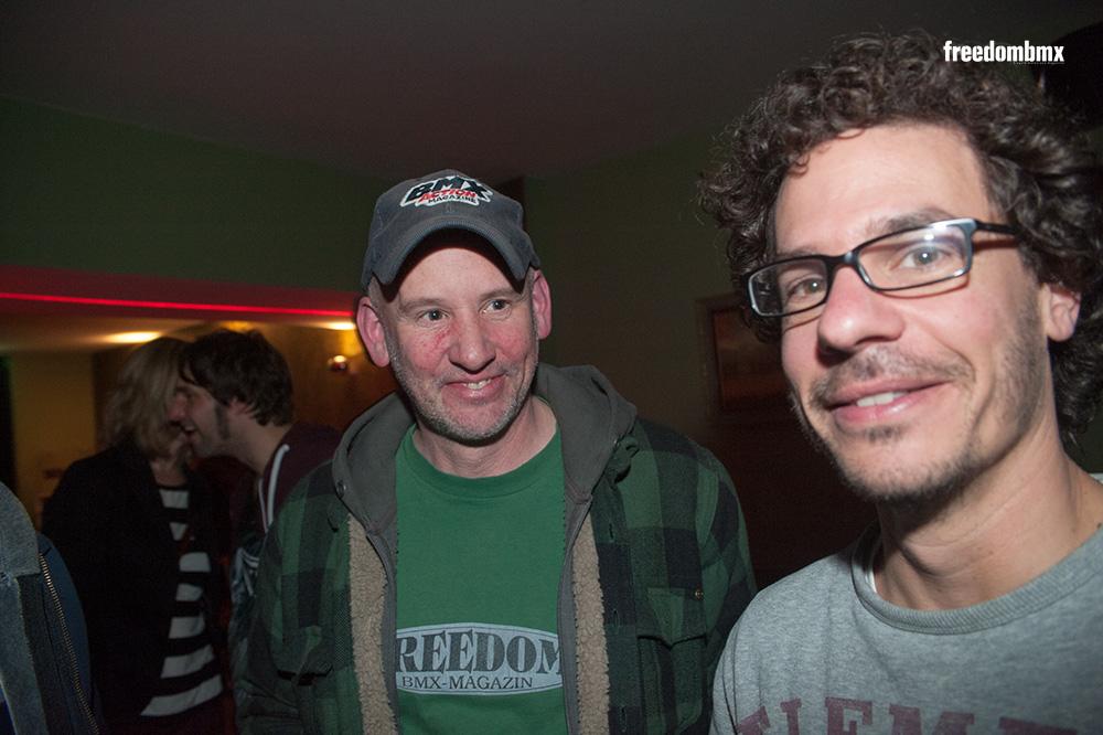 Jawohl, Peter Fastenroth trägt tatsächlich ein Shirt mit dem allerersten freedombmx-Logo. Der Mann im Vordergrund ist unser Art Director und sorgt dafür, dass die freedombmx heute nicht mehr so aussieht wie früher