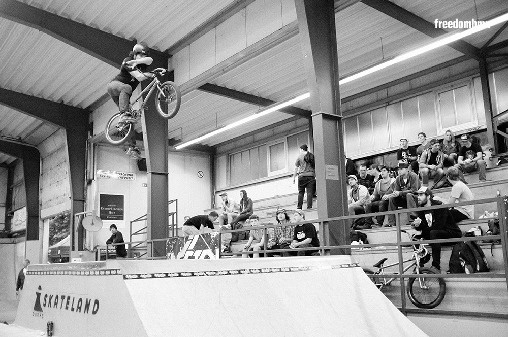 Kevin Liehn auf dem We don't care BMX-Contest in der iPunkt-Halle in Hamburg
