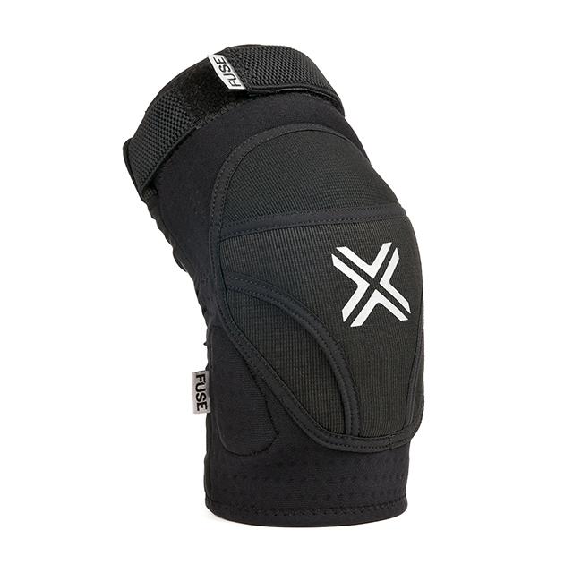 Der Fuse Protection Alpha Knieschoner ist aus atmungsaktivem Material und passt unter jede Hose.