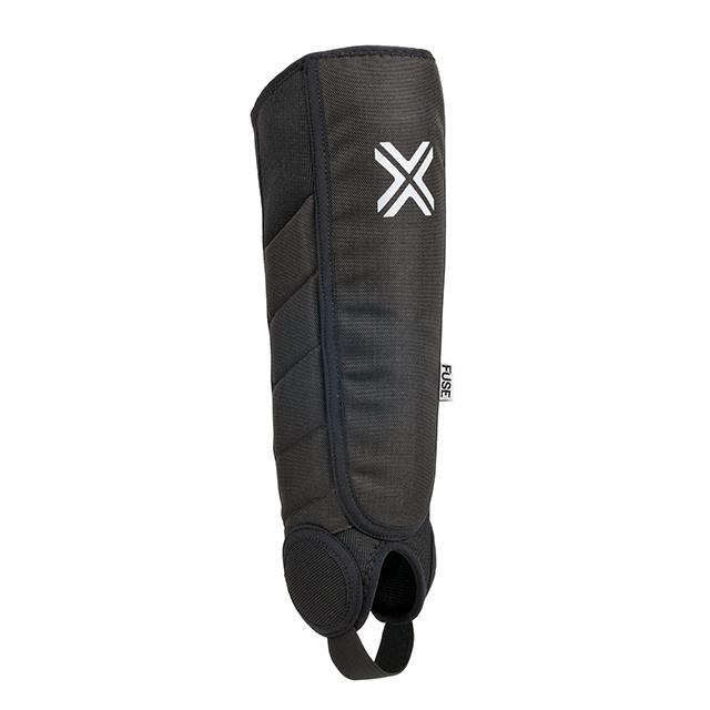 Der Fuse Protection Alpha Series Schienbeinschoner hat einen eingebauten Knöchelschutz.