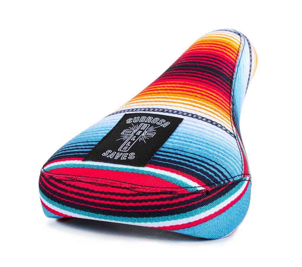 Urlaubsfeeling für den Sattel. Fühl dich wie am Strand von Mexiko mit dem Baja Tripod Seat von Subrosa. Natürlich auch als Pivotalsattel erhältlich
