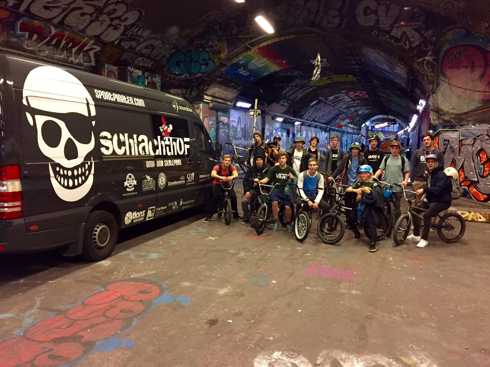 Erfolgreiche Parkplatzsuche der Sportpiraten aus Flensburg im Londoner Underground