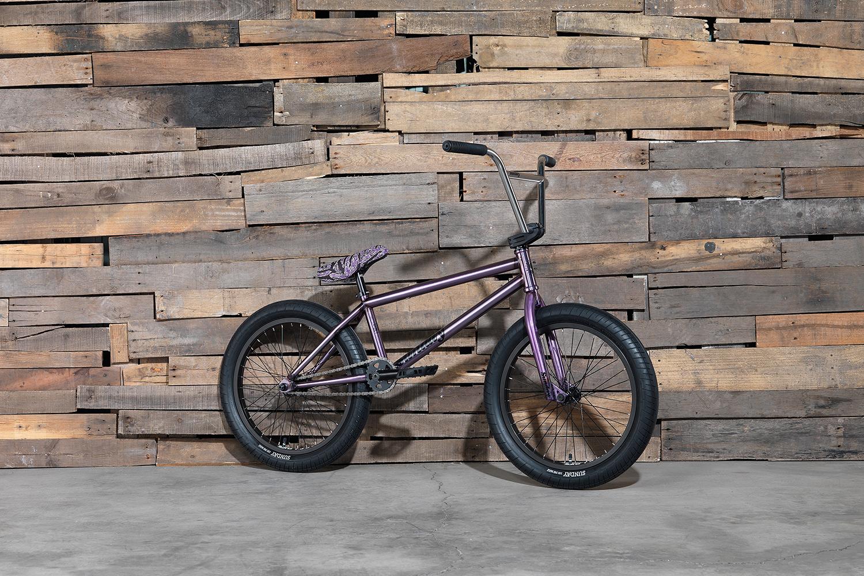 Das Signaturemodell der Techmaschine Jake Seeley ist eines der wenigen Kompletträder auf dem Markt, die mit einem Aftermarketrahmen und einem Freecoaster ausgestattet sind