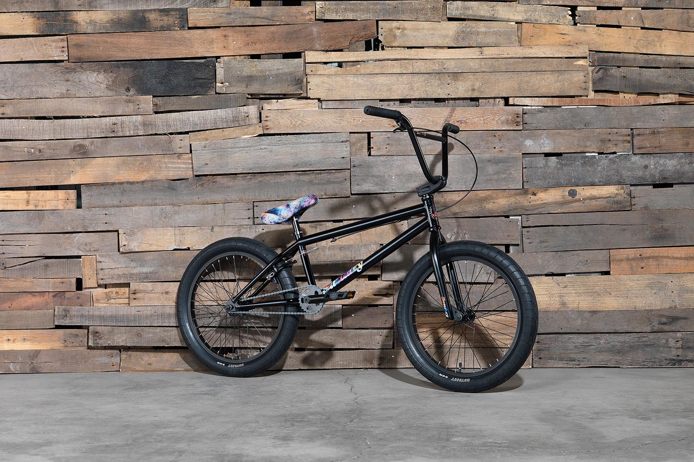 Das Sunday Bikes Primer in schwarz hat ein 20,75