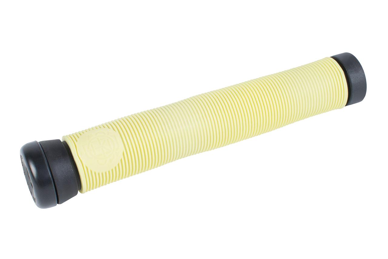 Der Warnin Grip ist der neue Signaturegriff von Gary Young. Dank seines ungewöhnlichen Designs mit verschiedenen Durchmessern fühlt er sich von der ersten Sekunde so an, als wäre er schon eingefahren. Genau wie der Keyboard Grip verfügt auch der Warnin über zwei Lagen: eine weiche obere und eine härtere darunter für mehr Haltbarkeit. Die ''Par Ends''-Lenkerende sind im Lieferumfang mit inbegriffen. Neue Farben: Notebook Yellow (siehe hier) oder Toothpaste (siehe nächste Seite)