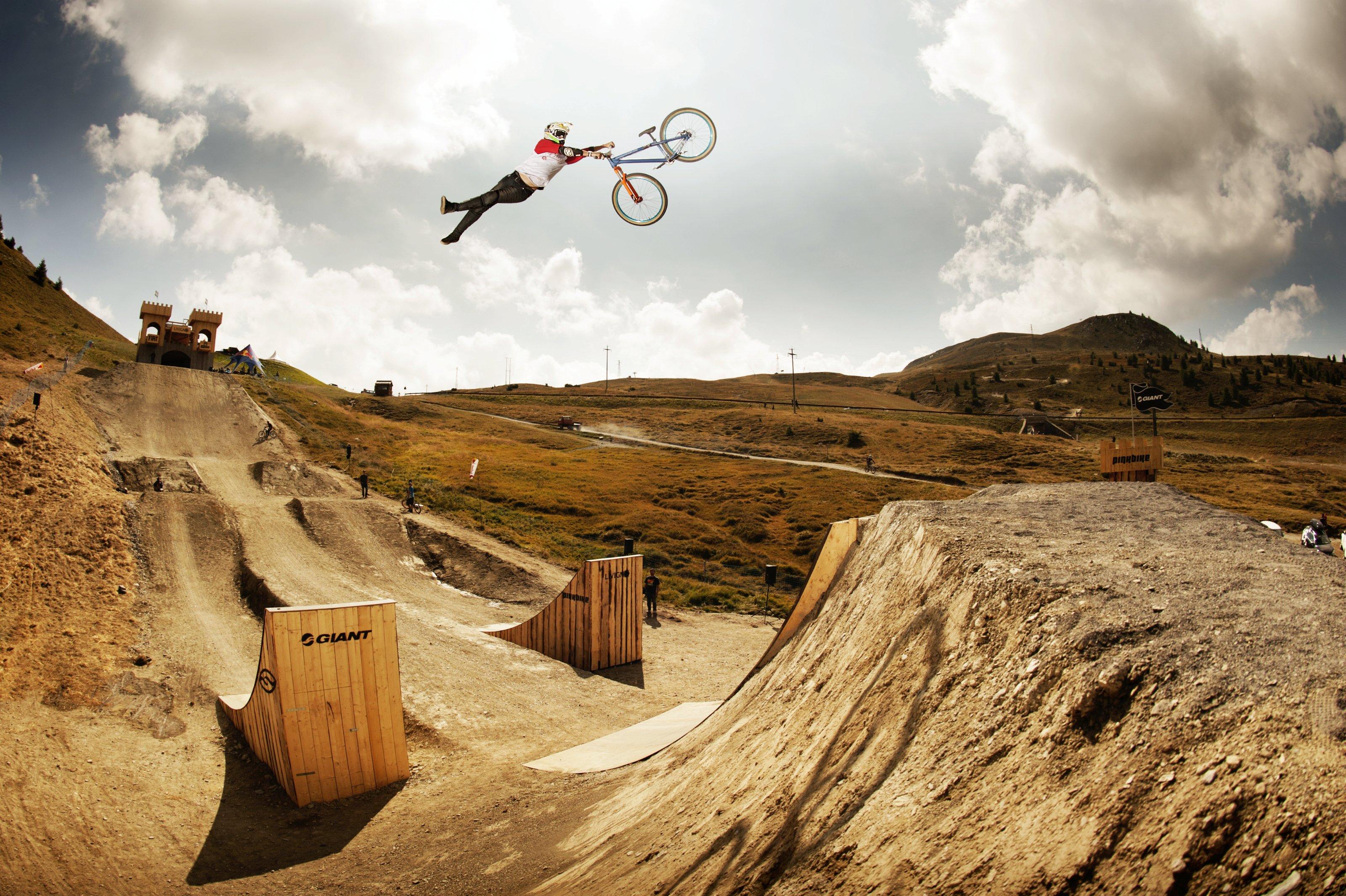Tomas Zejda im Anflug; Foto: Red Bull