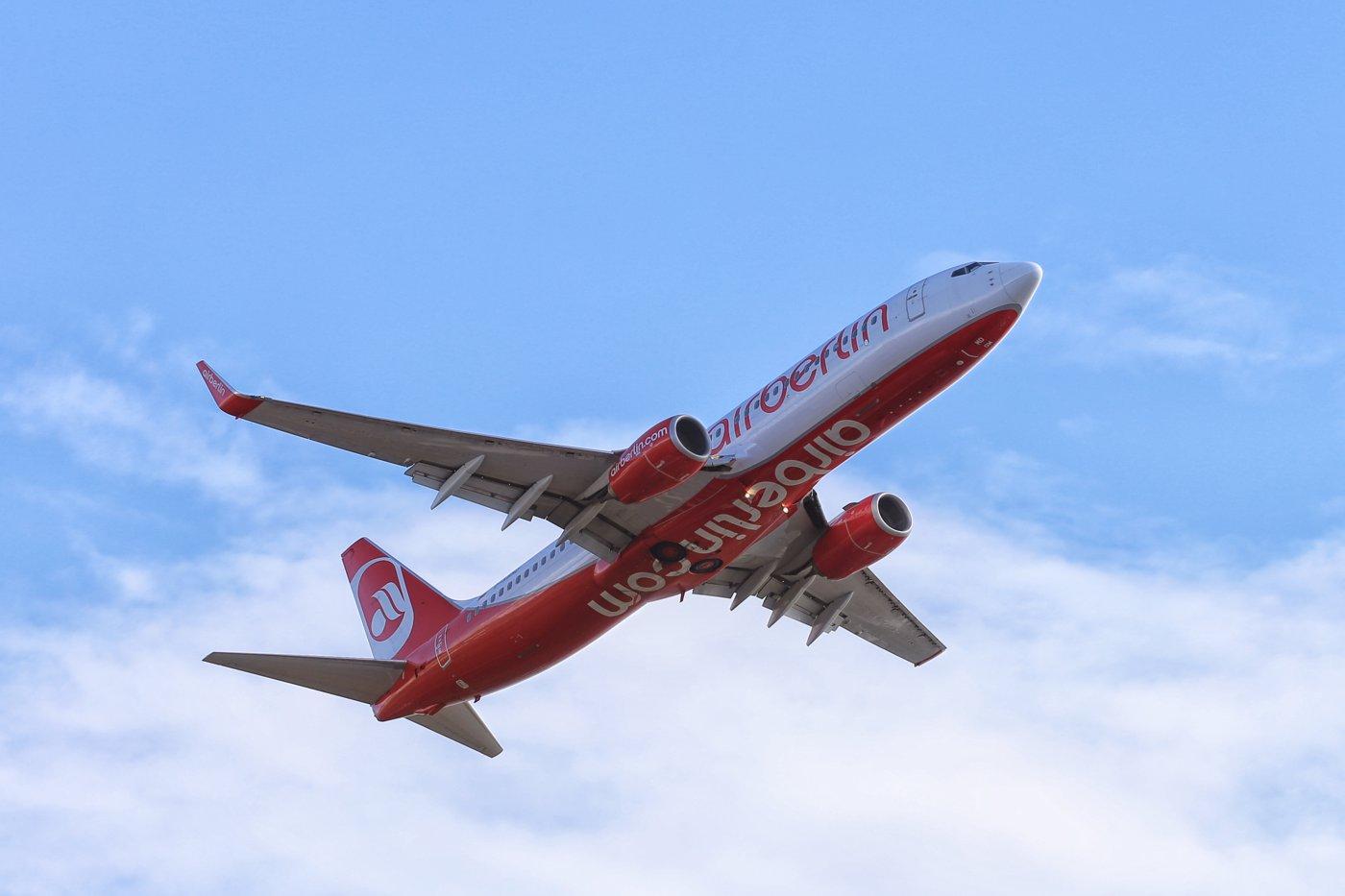 Für den Radtransport in Flugzeugen gelten sehr unterschiedliche Regeln. Langstreckenflüge sind erheblich teurer als innereuropäische Trips. (Foto: Tim Reckmann / pixelio.de)