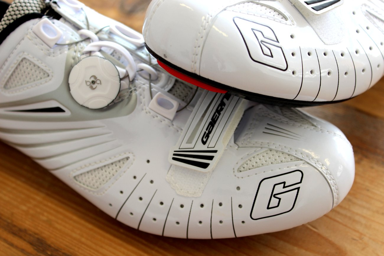 Die Gaerne G.Speed Composite werden in zwei verschiedenen Farben verfügbar sein. Unser weißes Modell wird also noch von einem schwarzen Modell ergänzt.