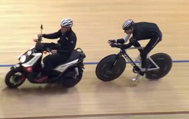 Jens Voigt bei seinem Stundenweltrekord-Versuch. (Foto: Eurosport)