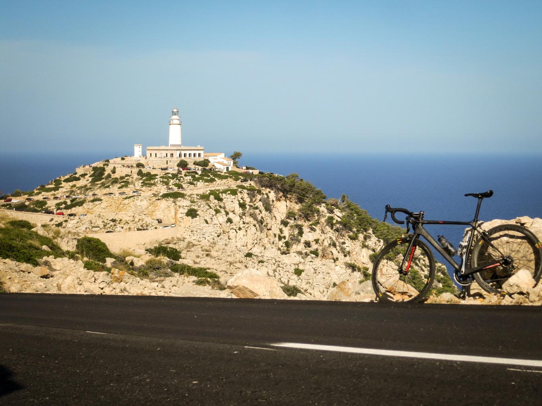 Die Straße zwichen Port de Pollença und Cap Formentor ist 13,5km lang und bietet nun seidenweichen Fahrkomfort auf dem neuen Teerband.