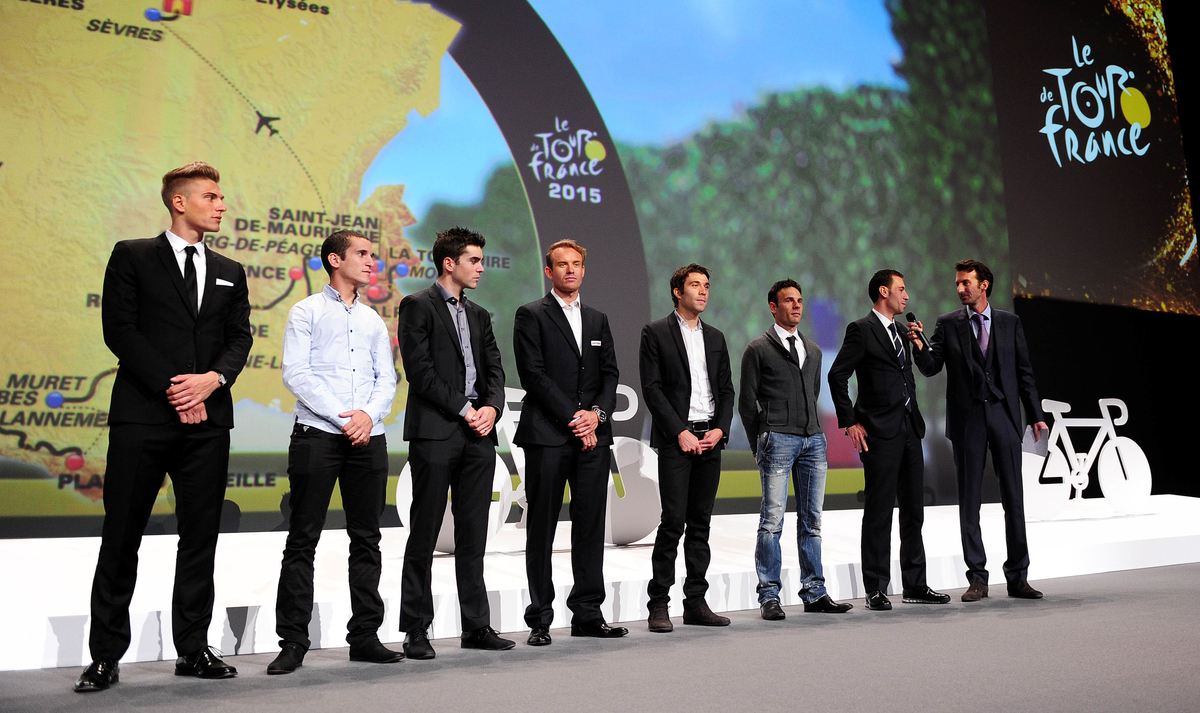 Vincenzo Nibali antwortete auf Fragen, während er mit den führenden Fahrern des letzten Jahres auf der Bühne stand. Da durfte Marcel Kittel natürlich nicht fehlen. (Foto: Simon Wilkinson/SWpix.com)