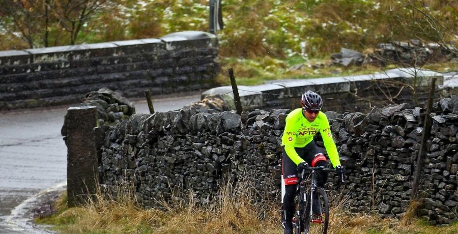 Russell Downing arbeitet im November viele Kilometer an seiner Ausdauern und genießt die Zeit im Sattel. (Foto: Alex Whitehead/SWpix.com)