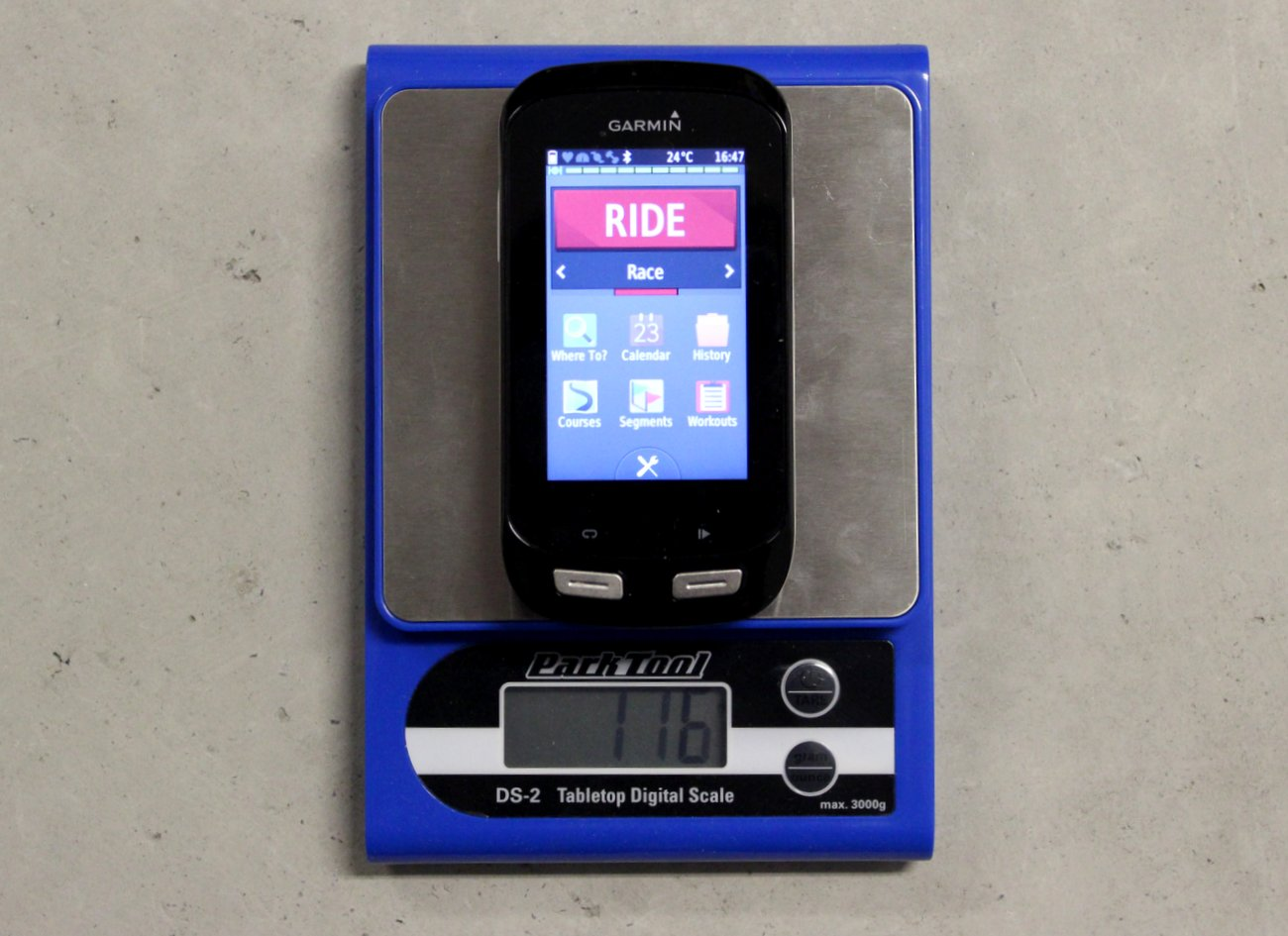 Der Edge 1000 ist mit 116g zwar das schwerste Gerät von Garmin, aber trotzdem im Vergleich mit der Konkurrenz noch vertretbar.