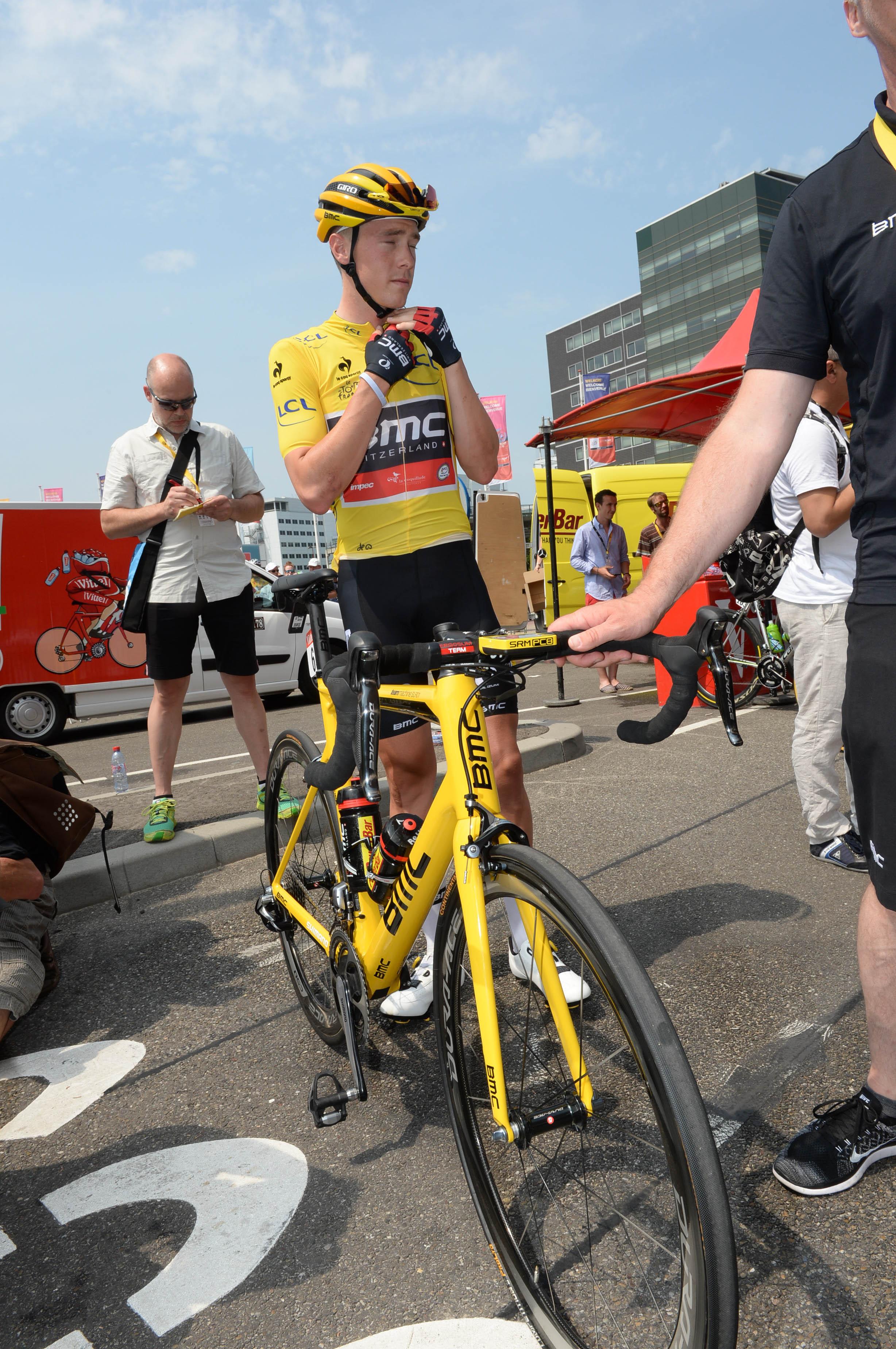 Rohan Dennis vor der 2. Etappe der Tour de France im Gelben Trikot.