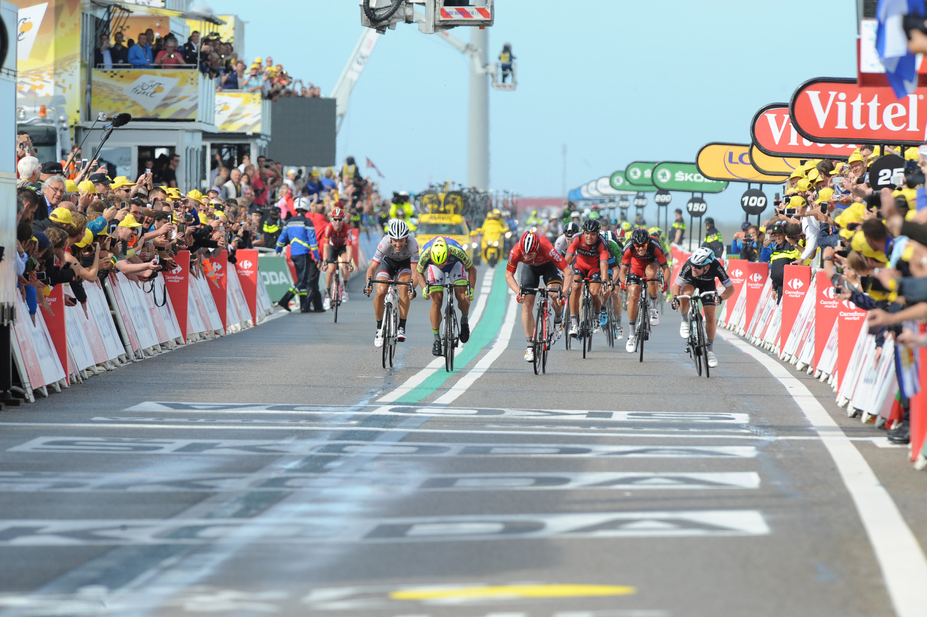 Finaler Sprint der 2. Etappe der Tour.