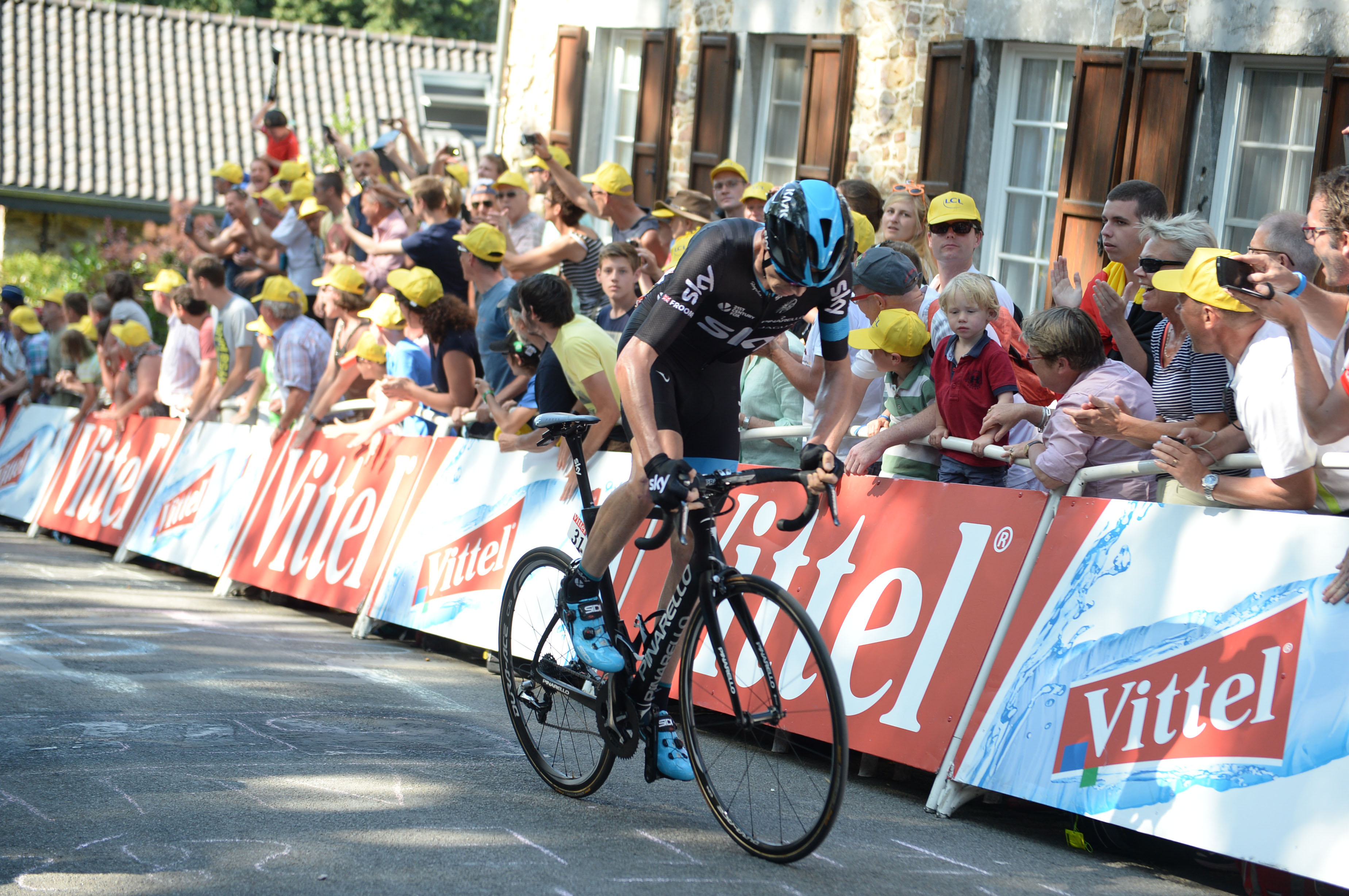 Chris Froome sichert sich nach der 3. Etappe der Tour de France 2015 das Gelbe Trikot.