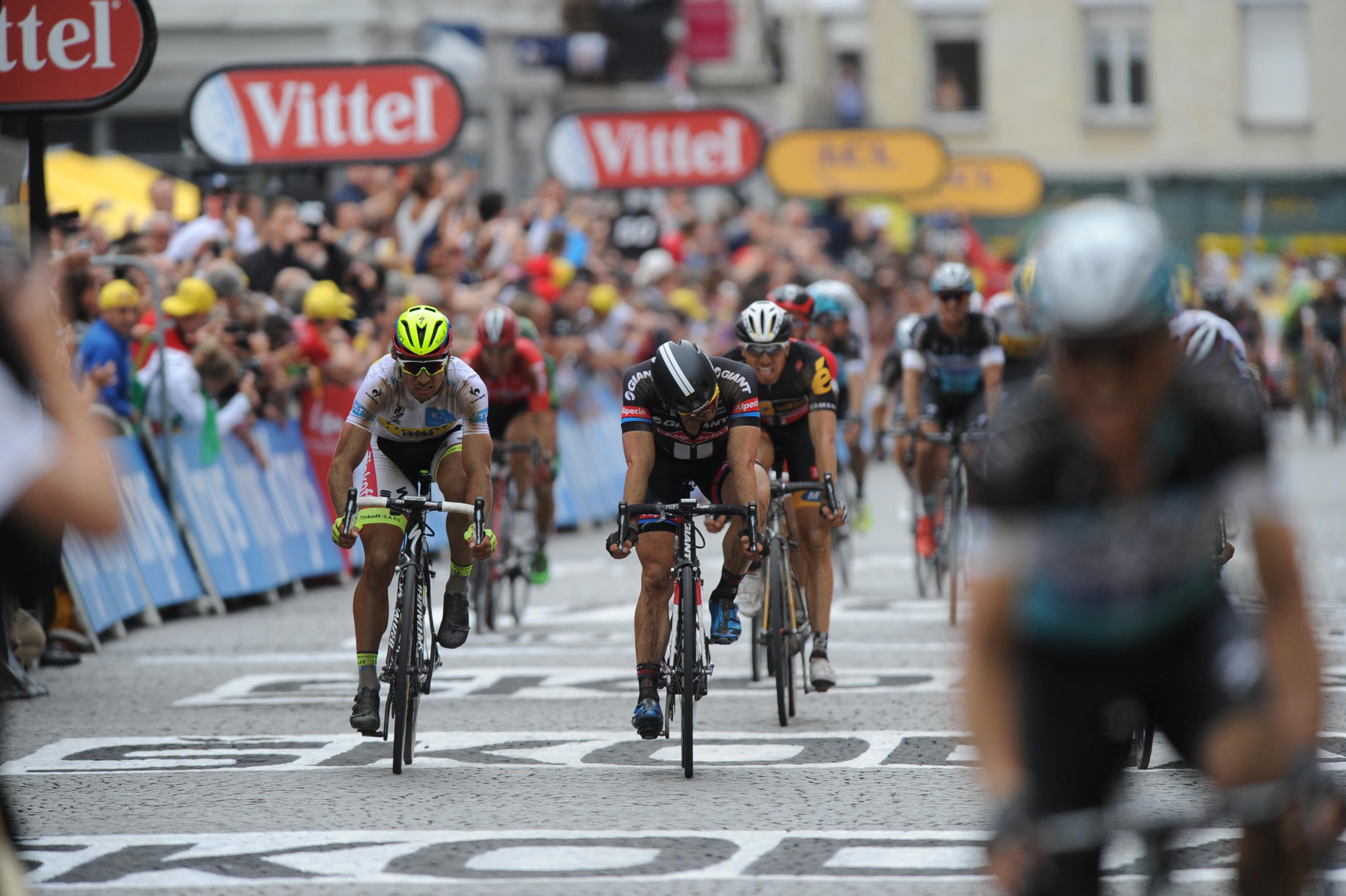 John Degenkolb sichert sich den zweiten Platz der 4. Etappe der Tour de France 2015. (pic: Sirotti)