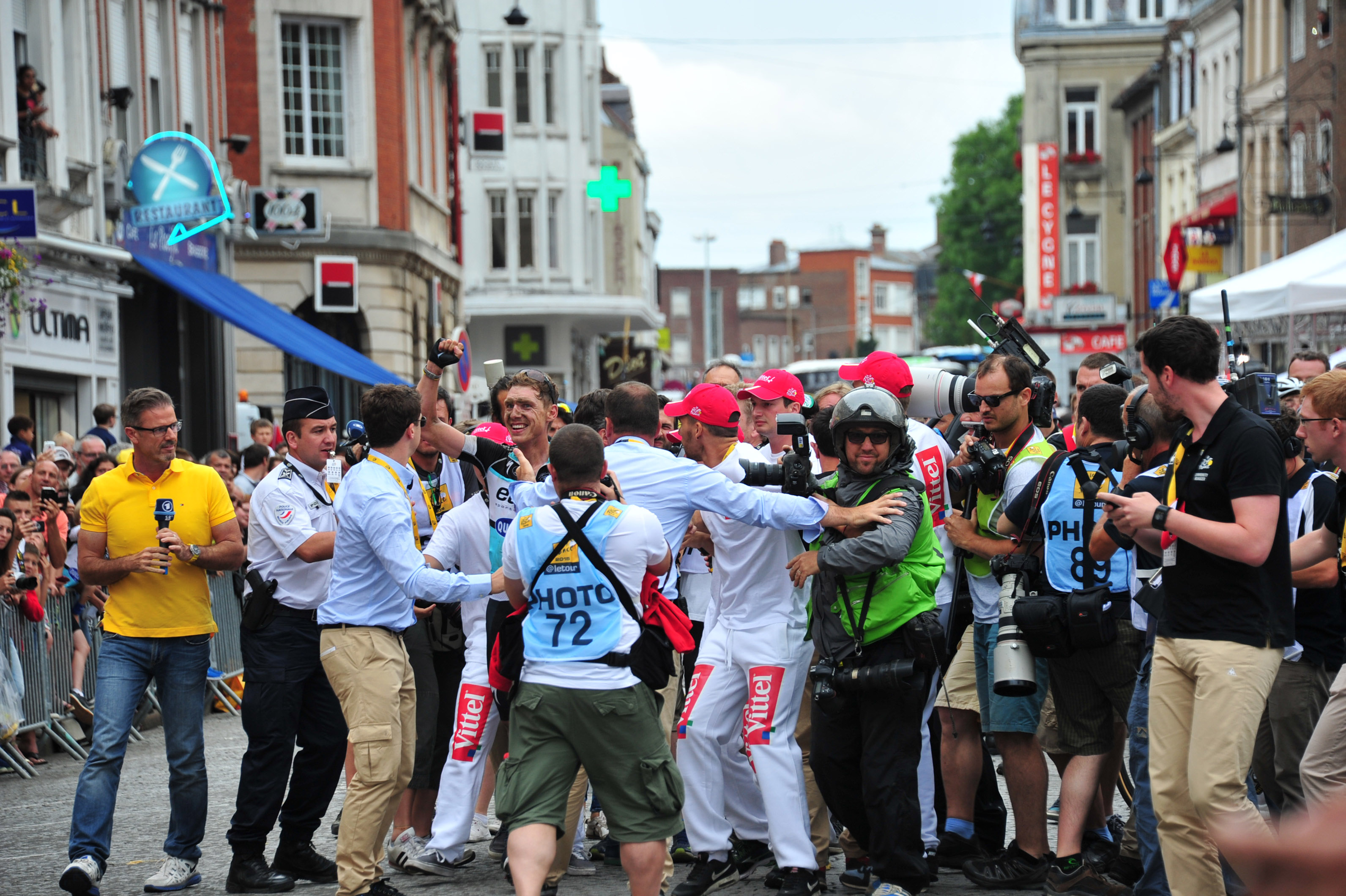 Umjubelter Tony Martin nach der 4. Etappe der Tour de France 2015. (pic: Sirotti)